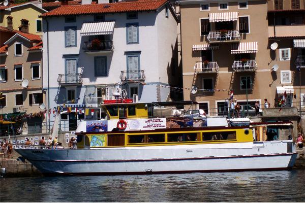 Motorni brod JADERA